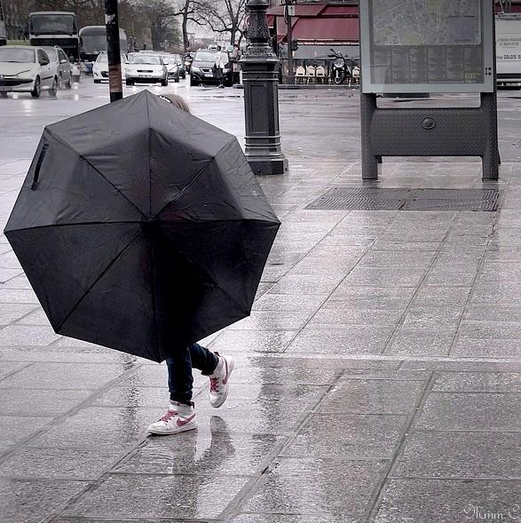 Jouons sous la pluie.
